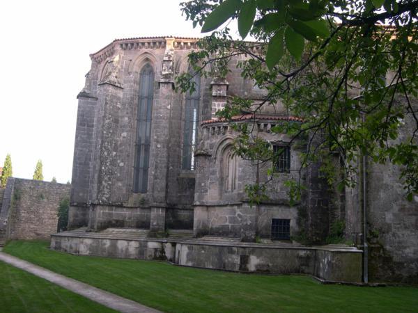 Iglesia vista desde el parque