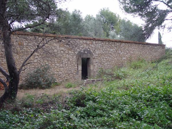 Entrada lateral al cementerio de los Ingleses (Denia) desde el exterior_600x450