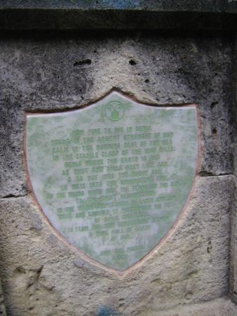 Poema de John Dos Passos en monolito de la familia Rankin (detalle)_338x450