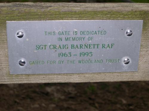Placa de la valla dedicada al Sargento Craig Barnett_500x375