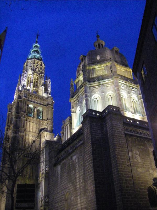 Visión nocturna del Campanario de la Catedral de Toledo_600x800