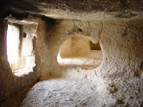 Interior de una de Les Coventes dels Moros (Bocairent)_600x450