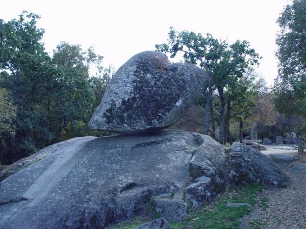 Piedra Caballera en la cercanía de la Silla de Felipe II_600x450