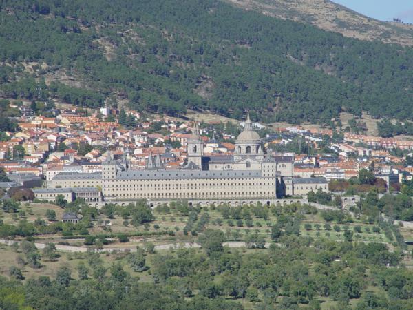 Vista ampliada del Monasterio de El Escorial desde la Silla de Felipe II_600x450