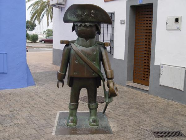 La estatua de un click de Playmobil en alusión a la película El capitán Jones (Denia)_600x450