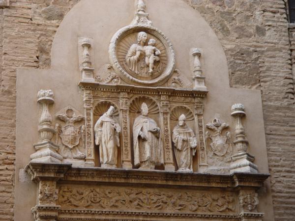 Parte superior puerta plateresca del Convento de San Clemente el Real de Toledo_600x450