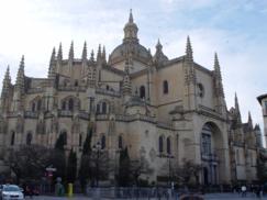 Vista delantera de la Catedral de Segovia._243x182