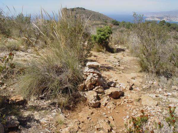 Monticulo de piedras en la Sierra Helada (Benidorm, Alicante)_600x450