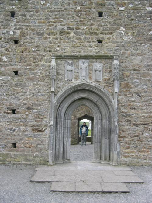 Entrada Norte de  la Catedral, Monasterio de Clonmacnoise (Irlanda)_500x667