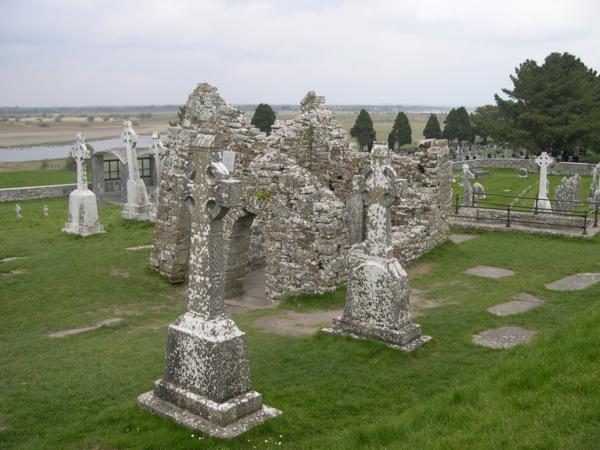 Entrada al Templo de San Cieran, Monasterio de Clonmacnoise (Irlanda)_600x450