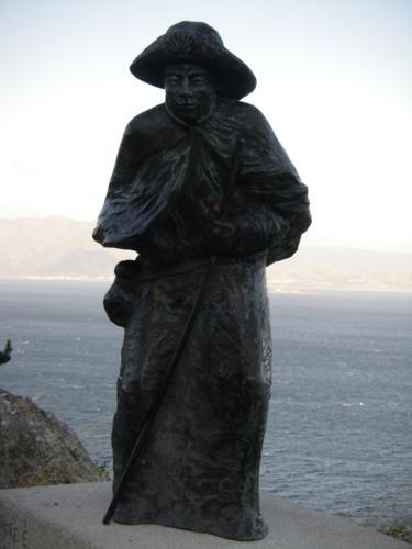 Monumento al peregrino en Finisterre_375x500