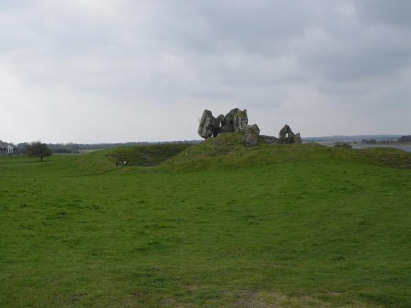 Ruinas del Castillo de Clonmacnoise (Irlanda) (1)_600x450