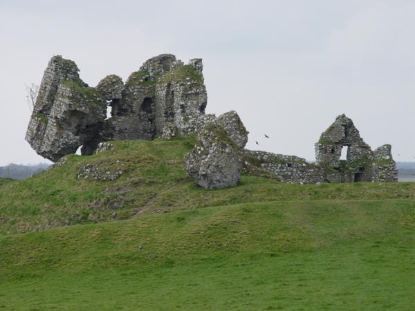Ruinas del Castillo de Clonmacnoise (Irlanda) (2)_600x450