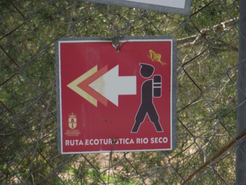 Señal de la Ruta en la Ciudad encantada del Río Seco (Pilar de la Horadada)_500x375
