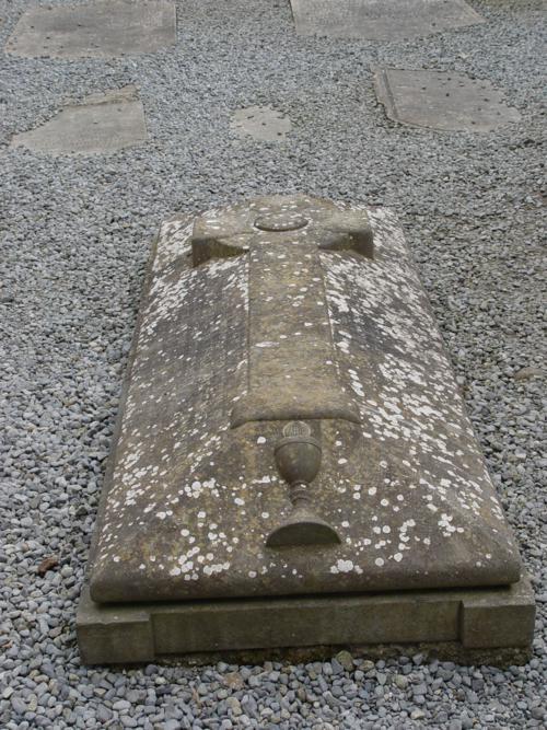 Tumba en la Catedral, Monasterio de Clonmacnoise (Irlanda)_500x667