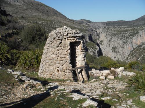 Aljibe de piedra en Juvees d´alt_500x375