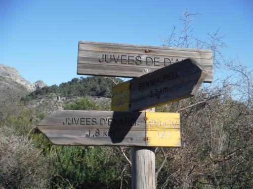 Cartel de Juvees d´alt y ruta a seguir a Benimaurell_500x375