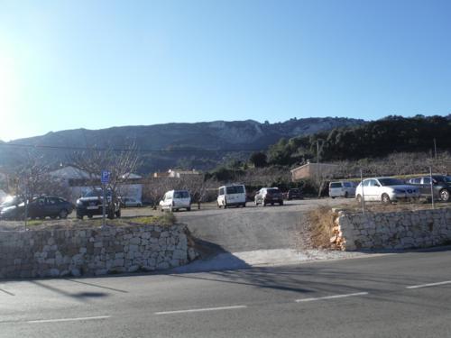 Parking al inicio de la ruta_500x375