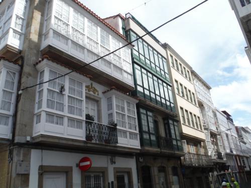 Camino de Santiago inglés. Balcones modernistas en casas de Ferrol