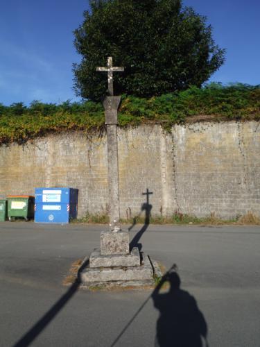 Cruceiro en la Iglesia de San Estevo de Cos. De Betanzos a Hospital de Bruma