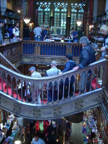 Escalero de la Librería Lello vista desde arriba (Oporto)