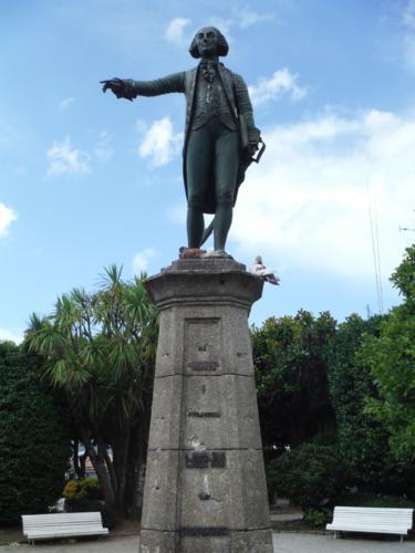 Camino de Santiago inglés. Estatua a Jorge Juan en Ferrol