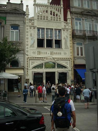 Exterior de la Librería Lello (Oporto)