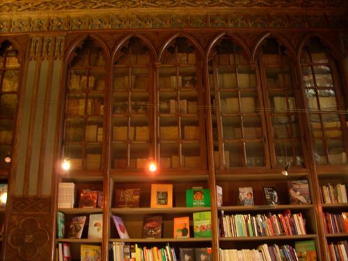 Librerias de la Librería Lello vista desde arriba (Oporto)