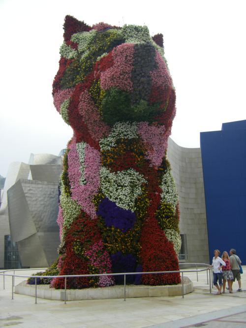 La Historia del perro Puppy, mascota de la pinacoteca del Guggenheim de Bilbao